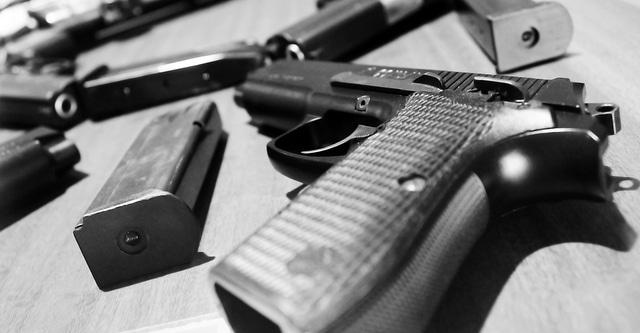 SINGLE SHOT PISTOLS AND HANDGUNS